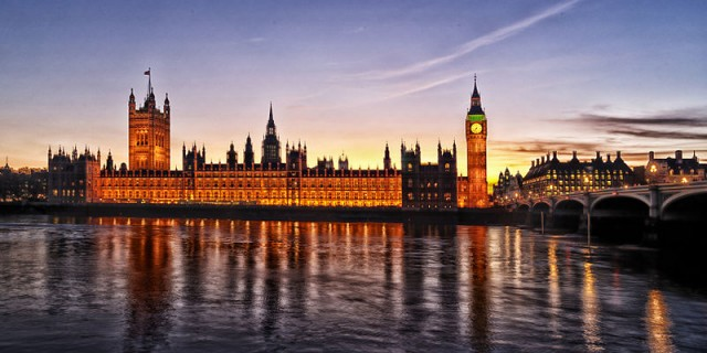 800px-1_westminster_palace_panorama_2012_dusk