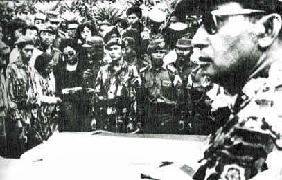 Suharto (at right, foreground) attends a funeral. Image credit: Wikipedia Commons